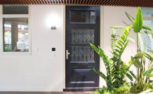 Calla | Rijnsburg | Slim wonen | Elektrische voordeur met nachtbeveiliging