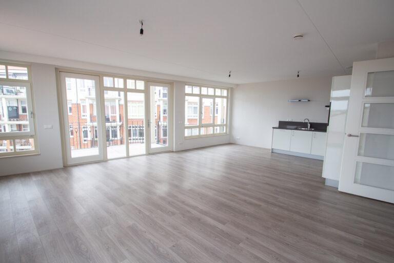 de-klok-446-huurwoning-calla-rijnsburg-keuken-en-woonkamer